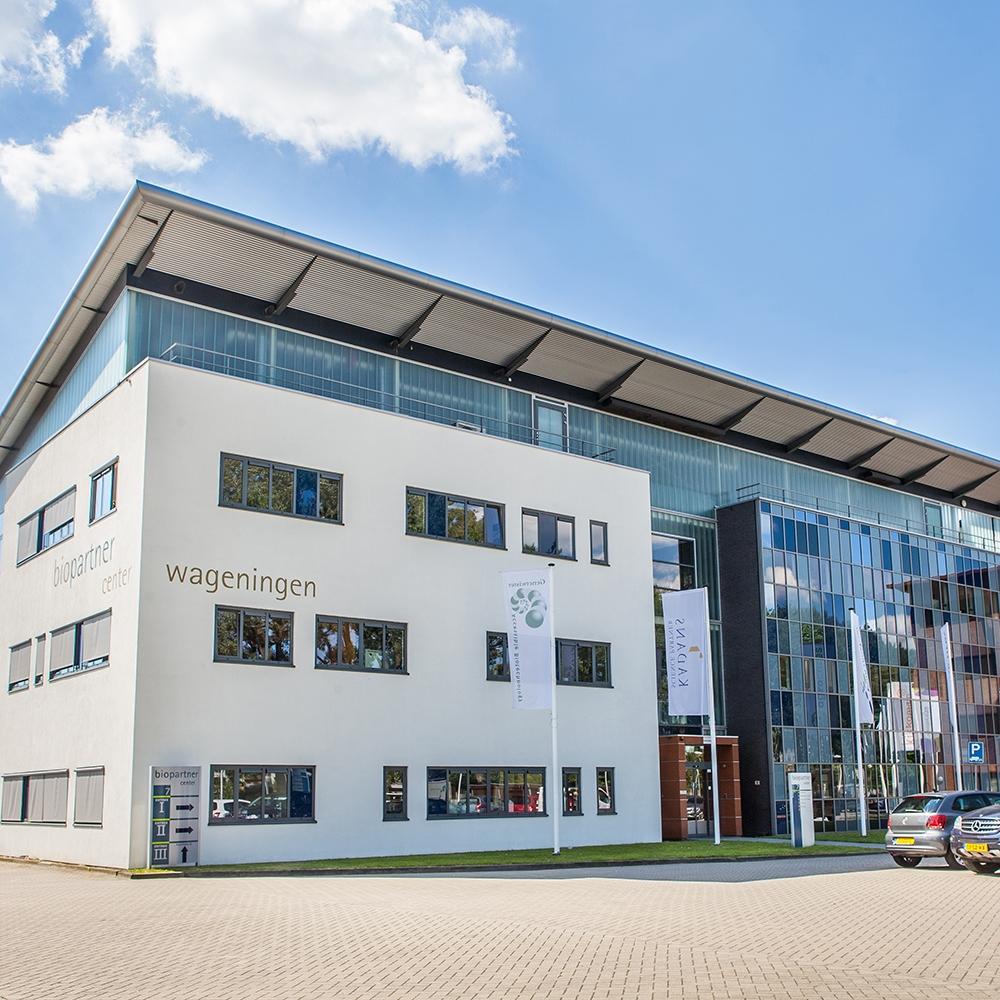 BioPartner Center Wageningen, de Food Valley incubator. Sciences bedrijfsverzamelgebouw voor startups, maar ook voor kennisintensieve bedrijven en instellingen. Dichtbij Wageningen Campus. R&D faciliteiten op maat, zoals laboratoria, cleanrooms, pilot plants, geconditioneerde ruimten en multifunctionele onderzoeksruimten.