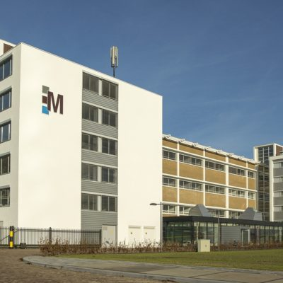 Gebouw M op Novio Tech Campus in Nijmegen biedt kennisintensieve bedrijven en instellingen, alsmede Startups, kantoorruimte, gezamenlijke vergaderruimtes, en gedeelde of eigen R&D faciliteiten op maat, zoals laboratoria, cleanrooms, pilotplants en multifunctionele onderzoeksruimten.